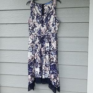 An adorable Vera Wang dress in size L.